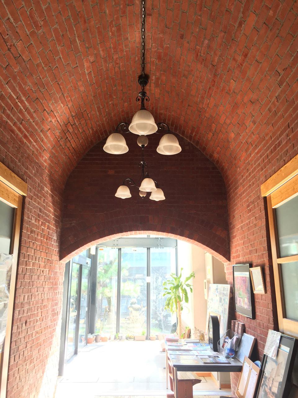 赤レンガ館 アーチ状の天井